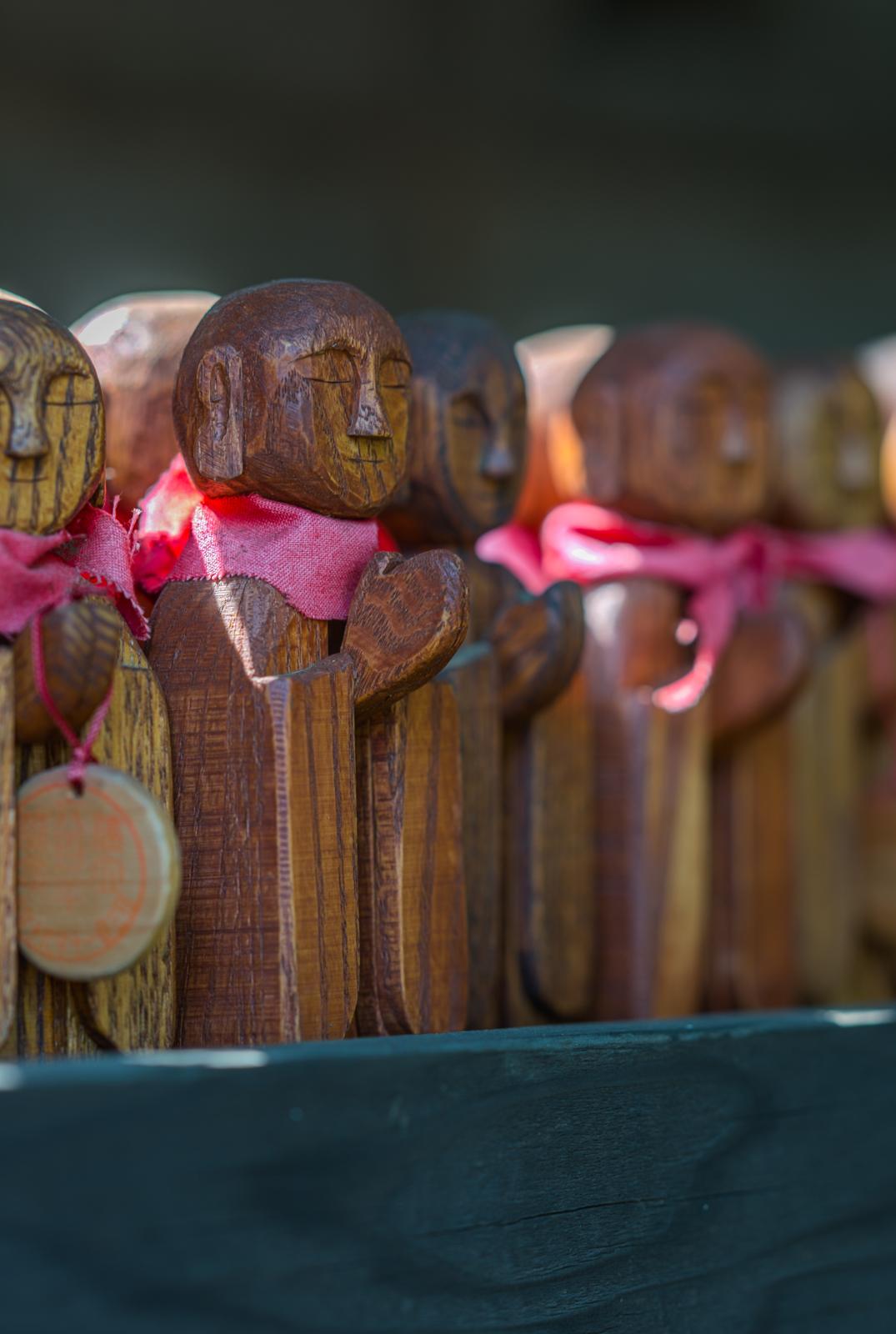 木彫りのお地蔵様の写真