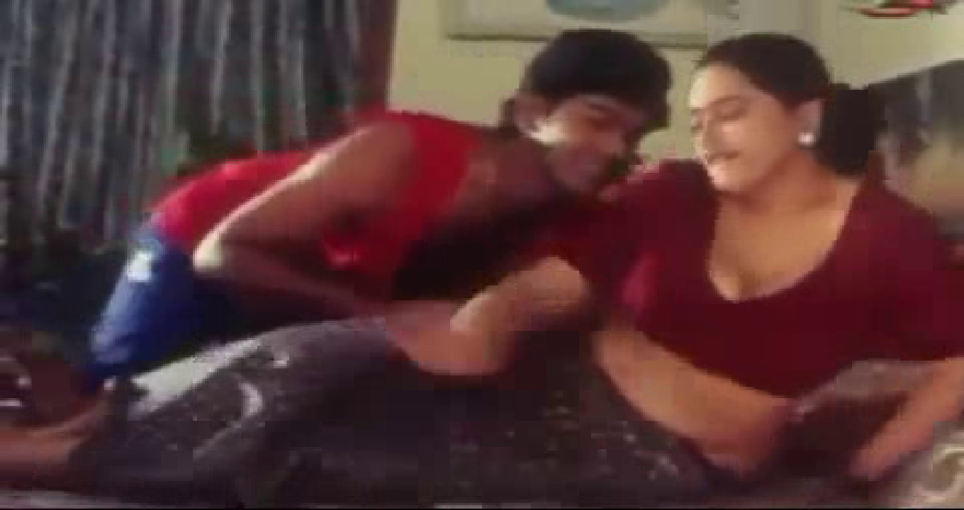 Mallu Reshma Hot Sharmili Aunty In Red Blouse Pictures