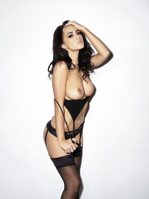 Rosie Jones Topless Big Boobs And She Has Brought A Friend For Nuts indianudesi.com
