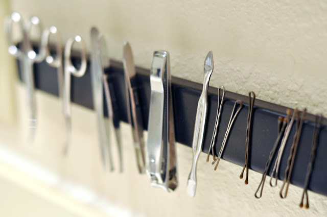 Magnetic bathroom strip