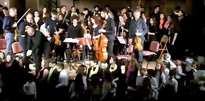 Δείτε τη Χριστουγεννιάτικη Συναυλία μας στο Πνευματικό Κέντρο Δήμου Πετρούπολης 23-12-2015