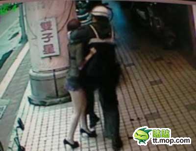Polisi Smackdown Cewek Seksi Pramuniaga Toko