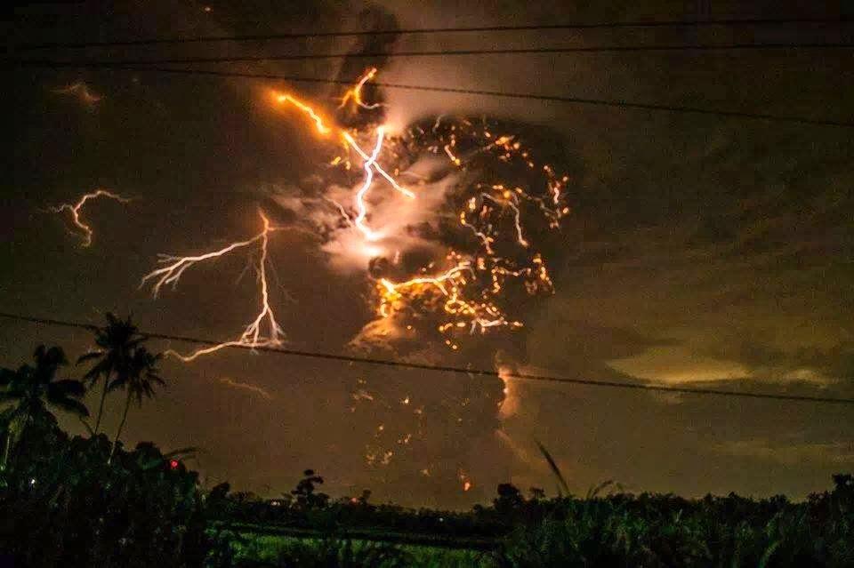 ledakan gunung kelud