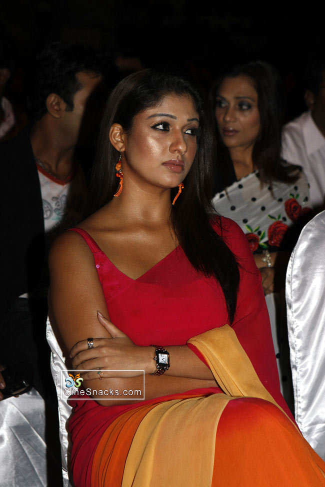 glam gallery nayanthara in sleeveless red saree