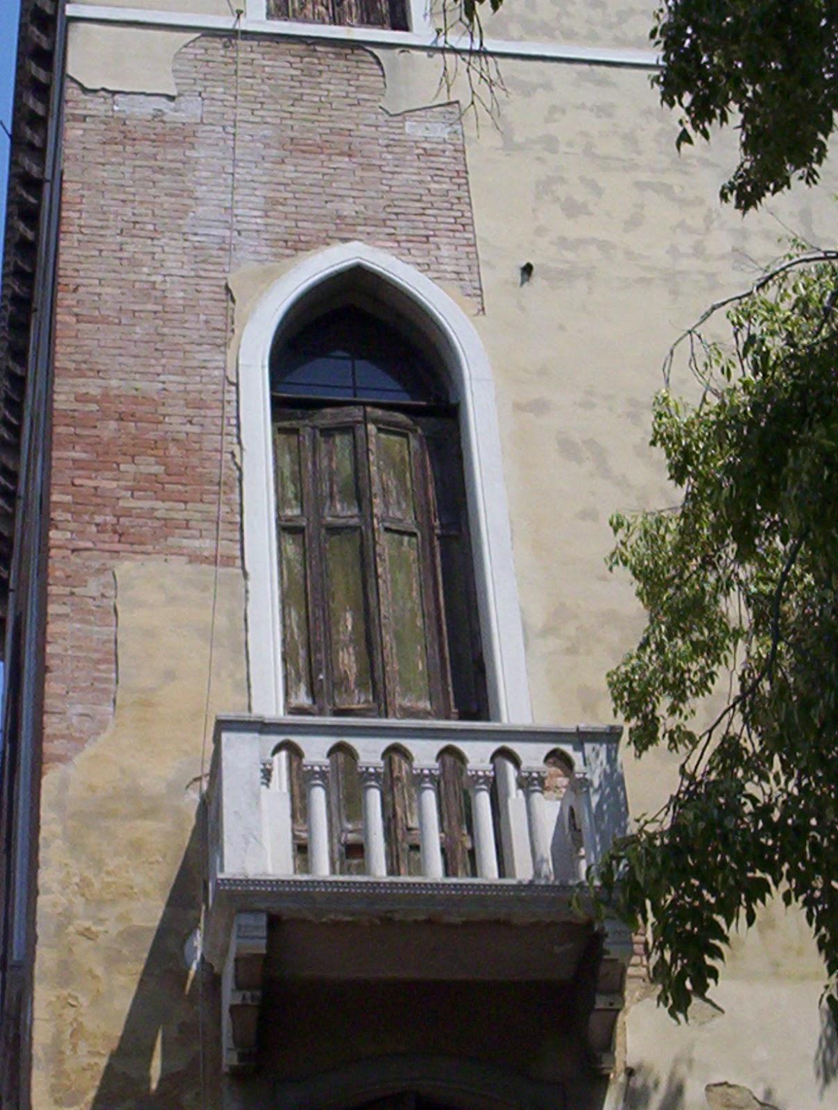 Romio-and-Juliet-Balcony-Venice-Italy-2006-Sealiberty