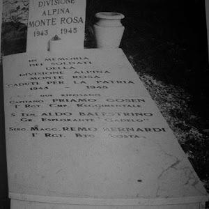 CIMITERO  DI CHIAVARI CAMPO MILITARE :tomba dedicata ai caduti della Divisione Alpina Monterosa