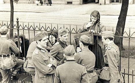 Hans et Sophie Scholl. Photo prise avant le départ de Hans pour le front en Russie