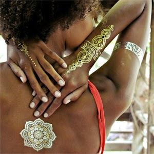 tatuagem temporária feminina estilo indiano