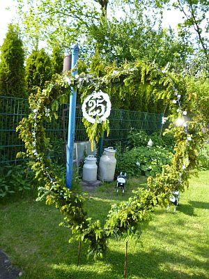 Drachenkiste mai 2012 - Silberhochzeit dekoration am haus ...