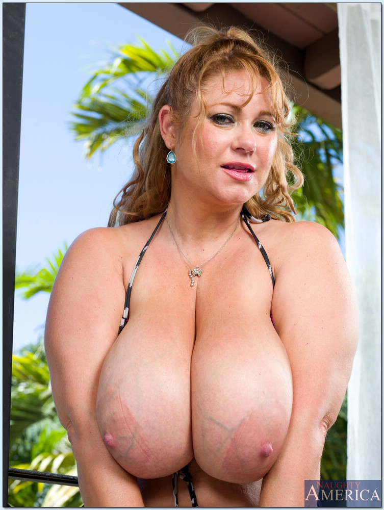 Half naked bbw women — photo 2