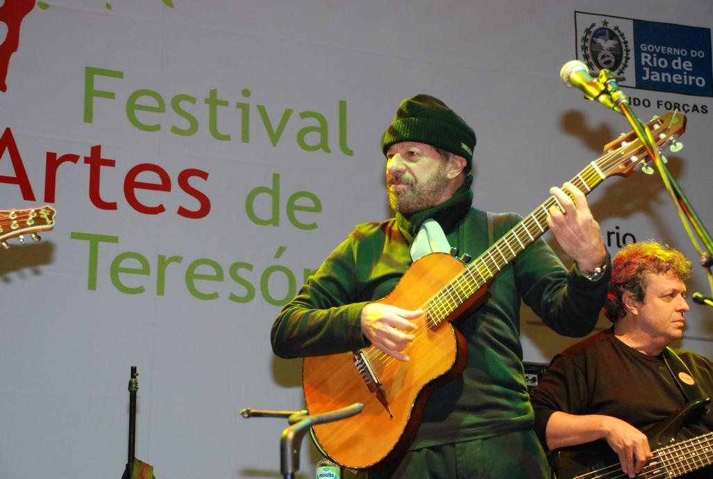 Festival de Artes de Teresópolis 2013 : público canta em coro grandes sucessos de João Bosco