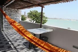 COCO BEACH VARANDA ESPETACULAR COM MESA DE MARMORE