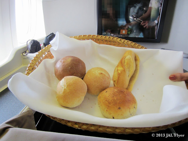 JAL First Class trip report on JL005 - Bread basket