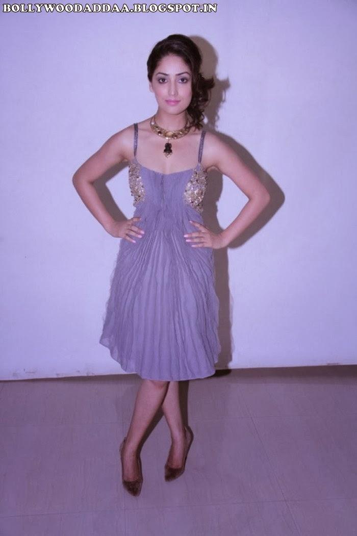 Yaami Gautam looks hot in purple skirt