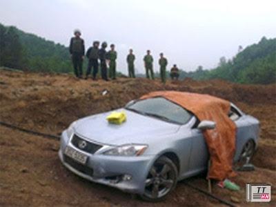 Chiếc xe ô tô chở ma túy và đối tượng Huệ.