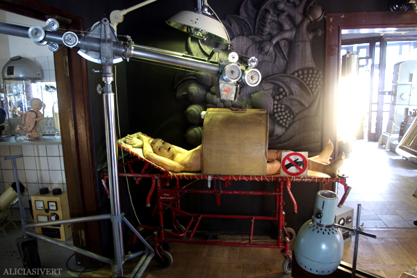aliciasivert, alicia sivertsson, alicia sivert, berlin, tyskland, torstrasse, semester, Designpanoptikum surreales Museum für industrielle Objekte, surrealism, maskin, maskiner, makapärer, mojänger, makapär, mojäng, museum