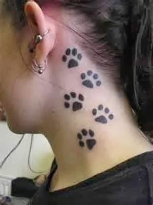 tatuagens de patinhas de cachorro no pescoço
