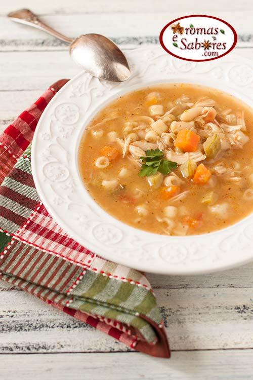 sopa com frango e macarrão