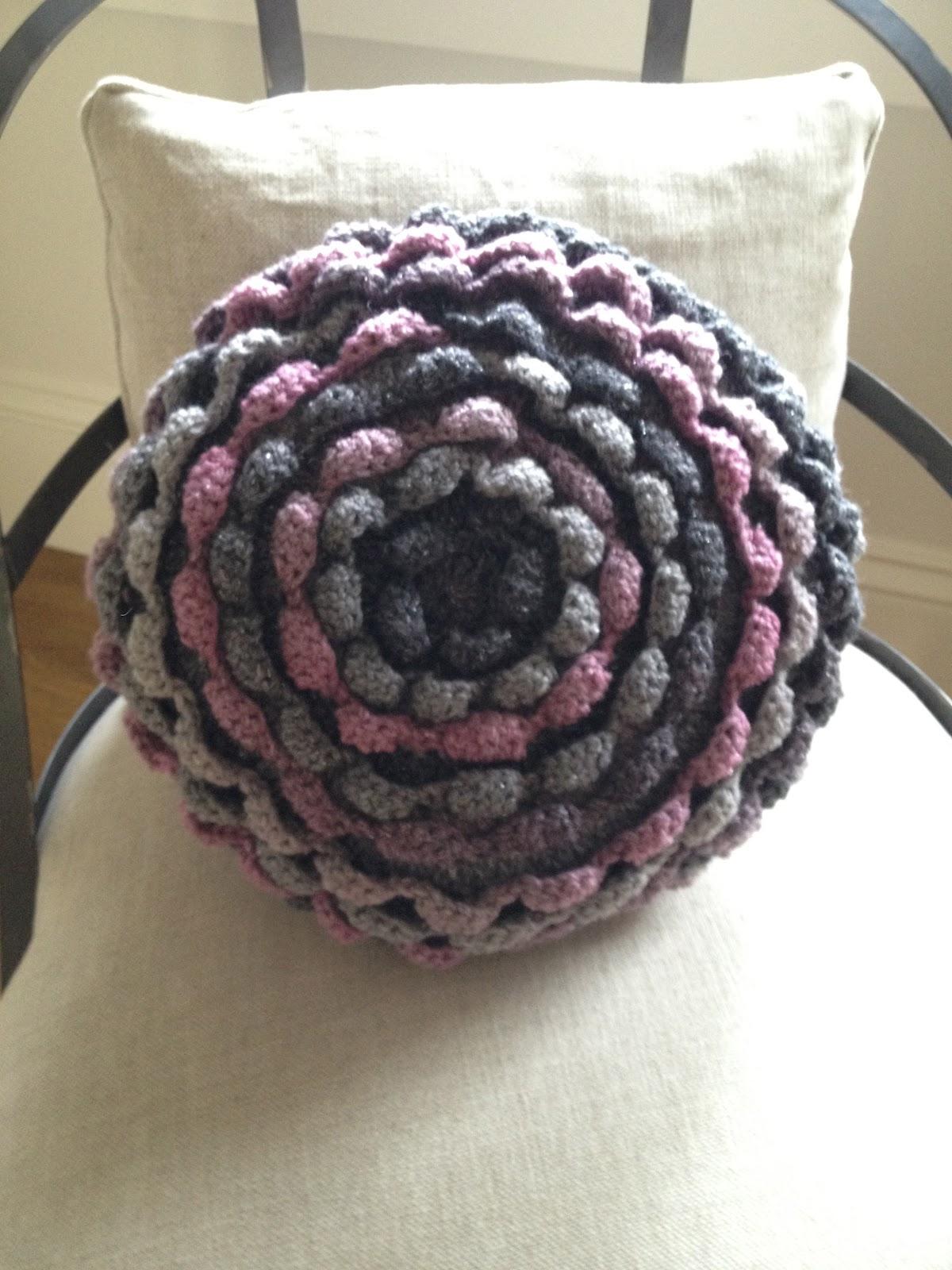 Annoo\'s Crochet World: Blooming Flower Pillow