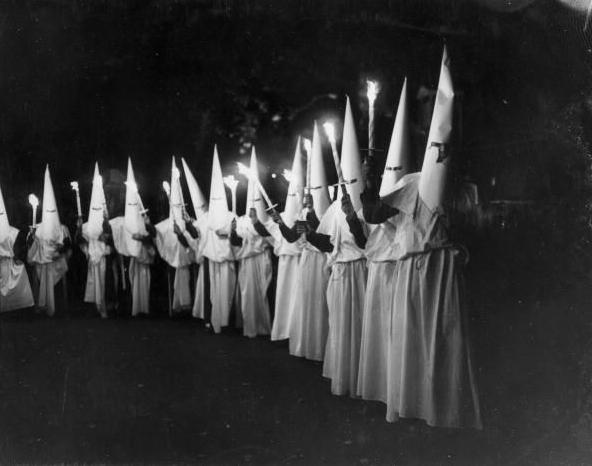 Feliz Halloween, EEUU (humor) KKK+%25E2%2580%2593+From+murderers+to+folklore+society3