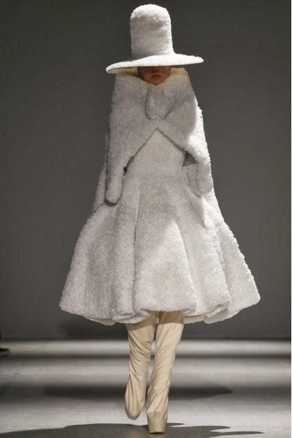 Gareth-Pugh, Gareth-Pugh-Fall-Winter, Fall-Winter, Fall-Winter-2014, Womenswear, womenswear-2014, ready-to-wear, pret-à-porter, fashion-week-milan, automne-hiver, fashion-week, milano-fashion-week, milan-fashion-week, mlf, mlf14, mlf2014, paris-fashion-week, fashion-week-paris, pfw, pfw14, pfw2014, du-dessin-aux-podiums, blog-mode-femme, blog-sur-la-mode, online-fashion-magazine, mode-chic, new-mode , fashion-looks, milan-fashion, fashionweek, look-mode, mode-a-paris, paris-fashion, style-mode, accessoires-de-mode, ladieswear, in-fashion, blogs-mode, fashion-events