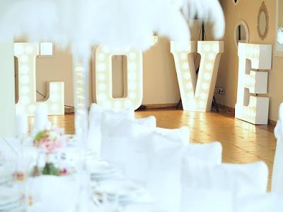 napis LOVE w Fenix Morzyczyn