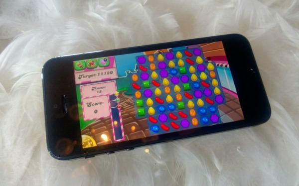 Candy Crush Saga, Facebook Favorite, Heads to the iPhone