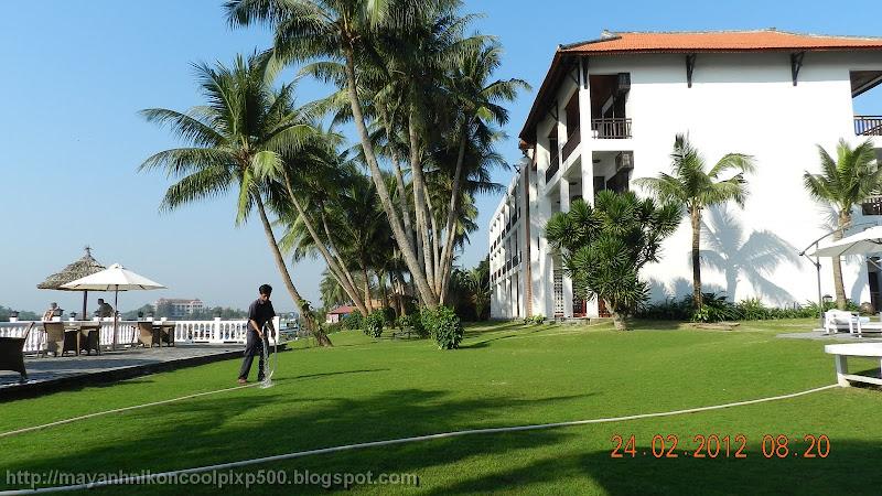 Bải cỏ xanh mát ở River Beach Resort