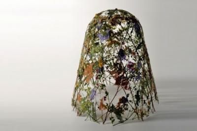 escultura de piedra inspirada en flor