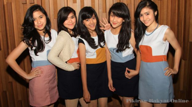 Koleksi Foto-Foto GirlBand Blink
