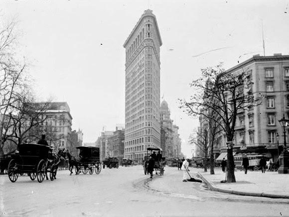 Flatiron building Manhattan New York City randommusings.filminspector.com