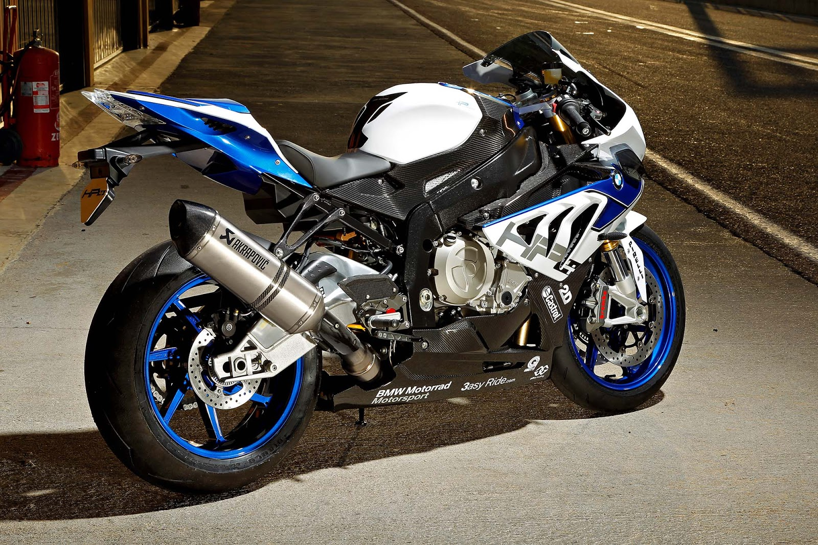 2013 bmw s1000rr hp4 reviews and photos riders. Black Bedroom Furniture Sets. Home Design Ideas
