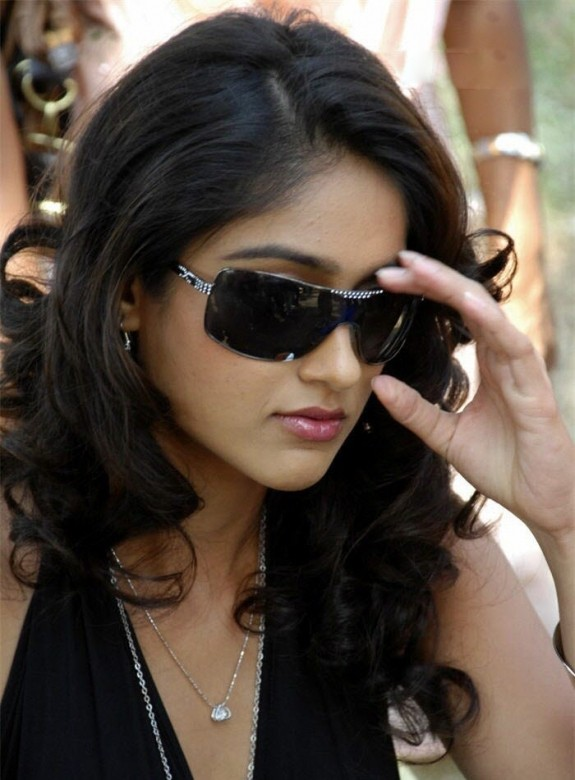 http://moviepicturess.blogspot.in/p/ileana-dcruz.html