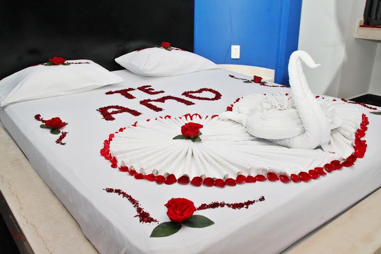 Habitaciones decoradas romanticas para parejas imagenes for Ideas para decorar una habitacion romantica