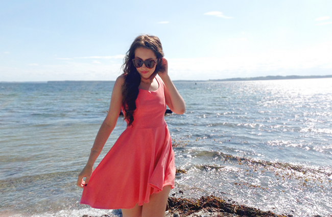 Pepa Loves coral dress beach outfit post fashion blogger