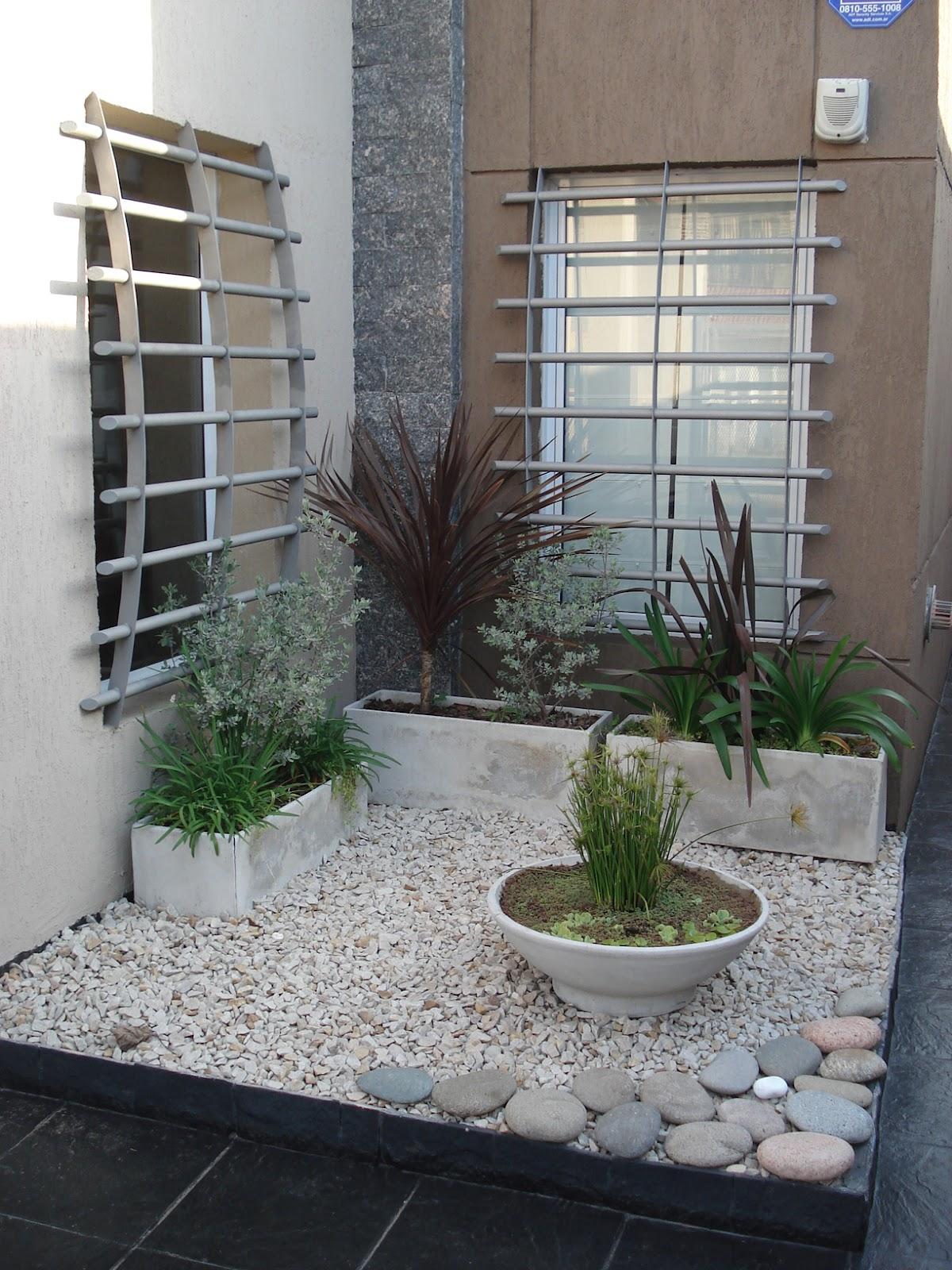 Reverdir jardineria y paisajismo estanque en maceta y for Decoracion de patios con piedras y plantas