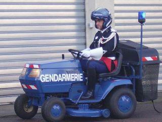 Gendarme_frances_en_tiempos_de_crisis