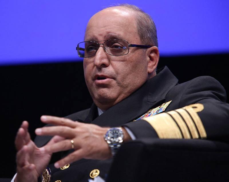 Señor Almirante Hernando Wills Vélez, Comandante de la Armada Nacional