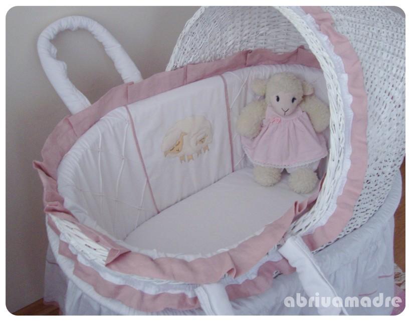 para Bebê Moisés em Vime decoradoOvelhinha de Linho  R$828,00