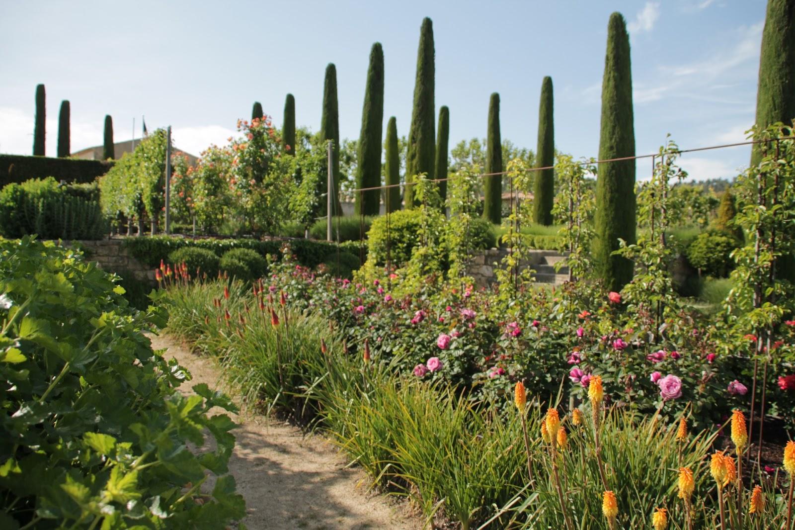 Jardin du ch teau de val joanis pertuis france for Jardin du val de saone