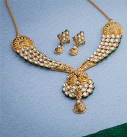 gold necklace collection from avr swarna mahal