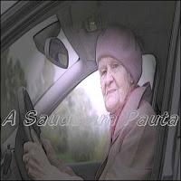 Motorista idoso tem reflexo, ao volante, diminuido em relação aos jovens.