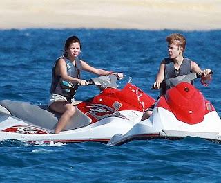 Justin Bieber, Selena Gomez, Bikini Pics