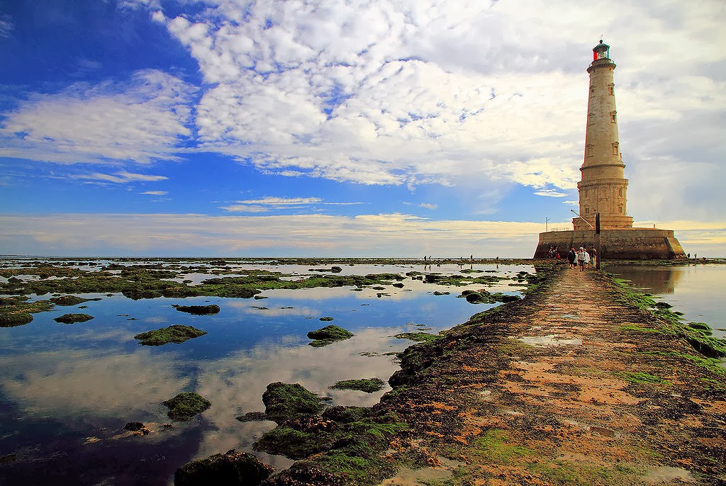 The lighthouse on the Île de Patiras. Photo: Boccalupo.