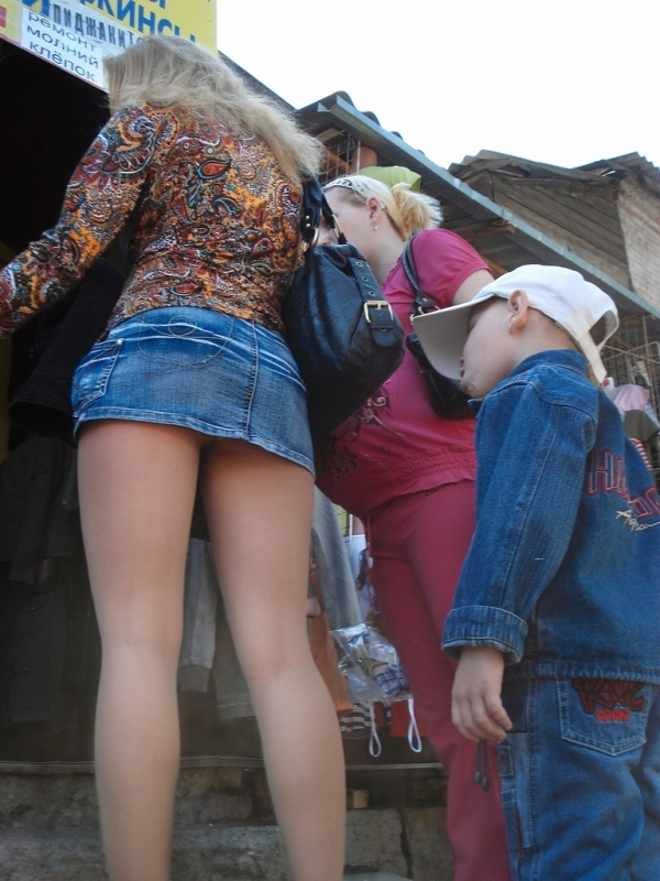 Проститутка в миниюбке фото 590-507