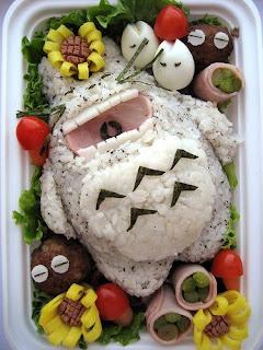 Tartera Totoro hecho con comida