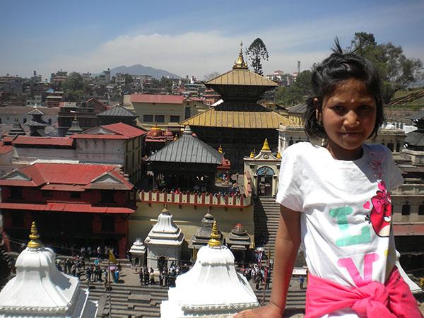Niña en Nepal