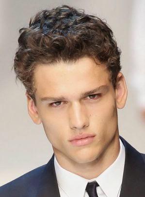 model rambut keriting untuk pria terbaru
