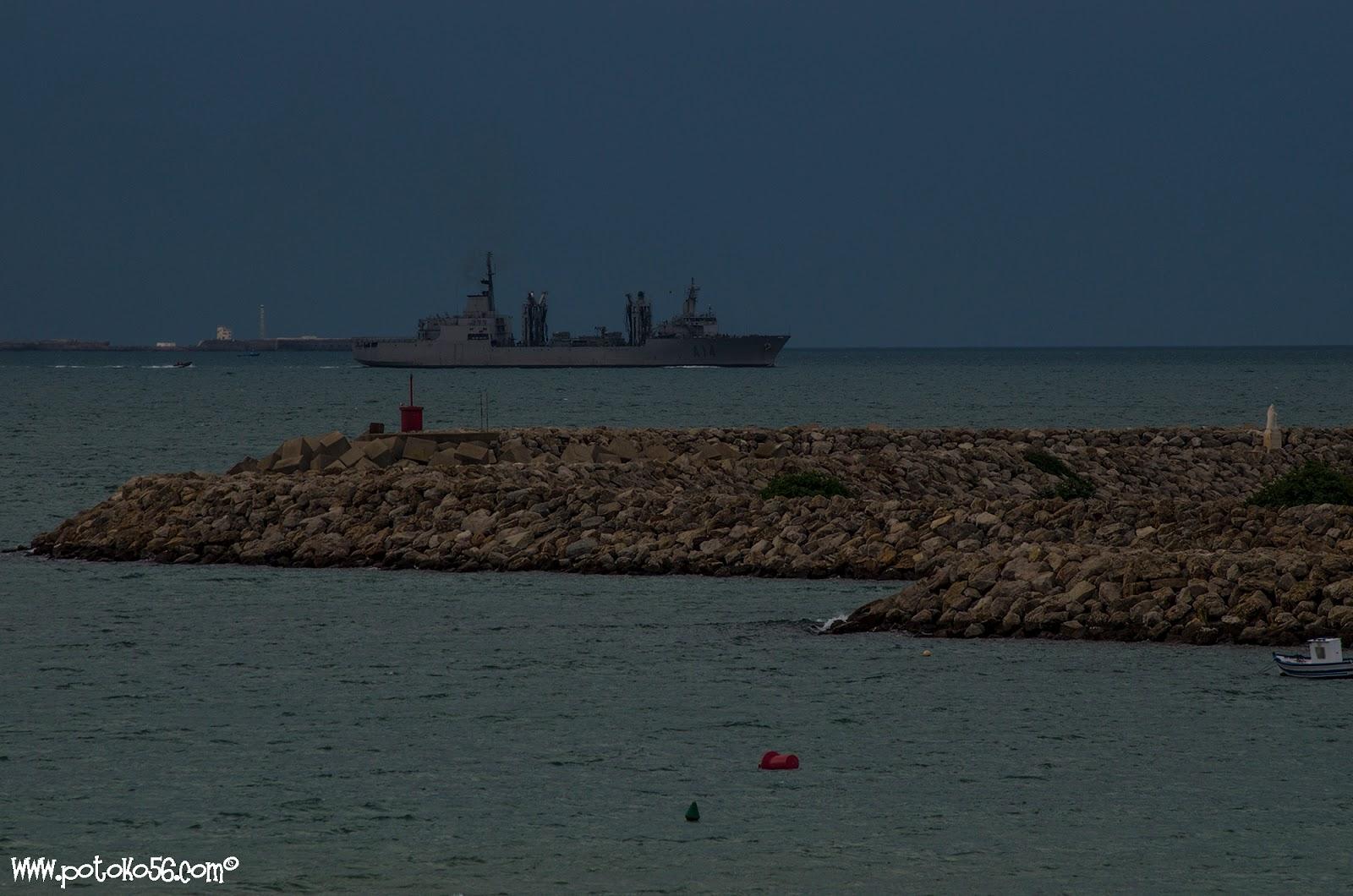 Patiño (A-14) tomada desde la playa del chorrillo en Rota