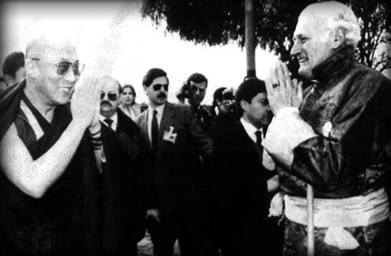 [Imagem: Dalai+Lama+y+Miguel+Serrano+-+Nazi+-+Chile.jpg]